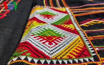 Bài hát Chiếc khăn Piêu có nguồn gốc dân ca Xá hay dân ca Thái?